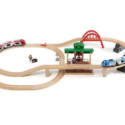 MH265512.1-BRIO-togbane-stor-paa-rejse-abeleg.dk-baby-barn-boern-leg-legetoej-sjov-underholdning-trae-tog-traelegetoej